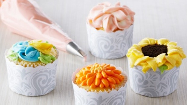 Vanilla Cupcakes with Floral Frostings
